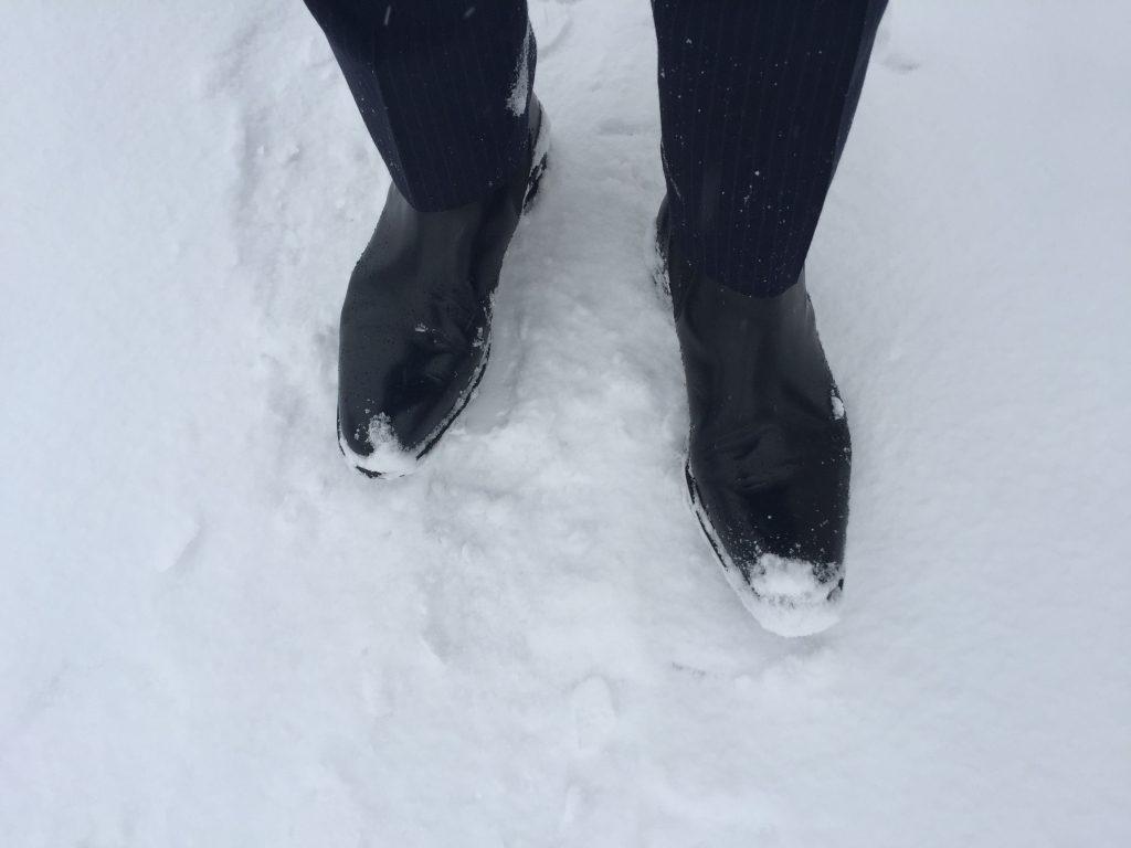 雪道とブーツ
