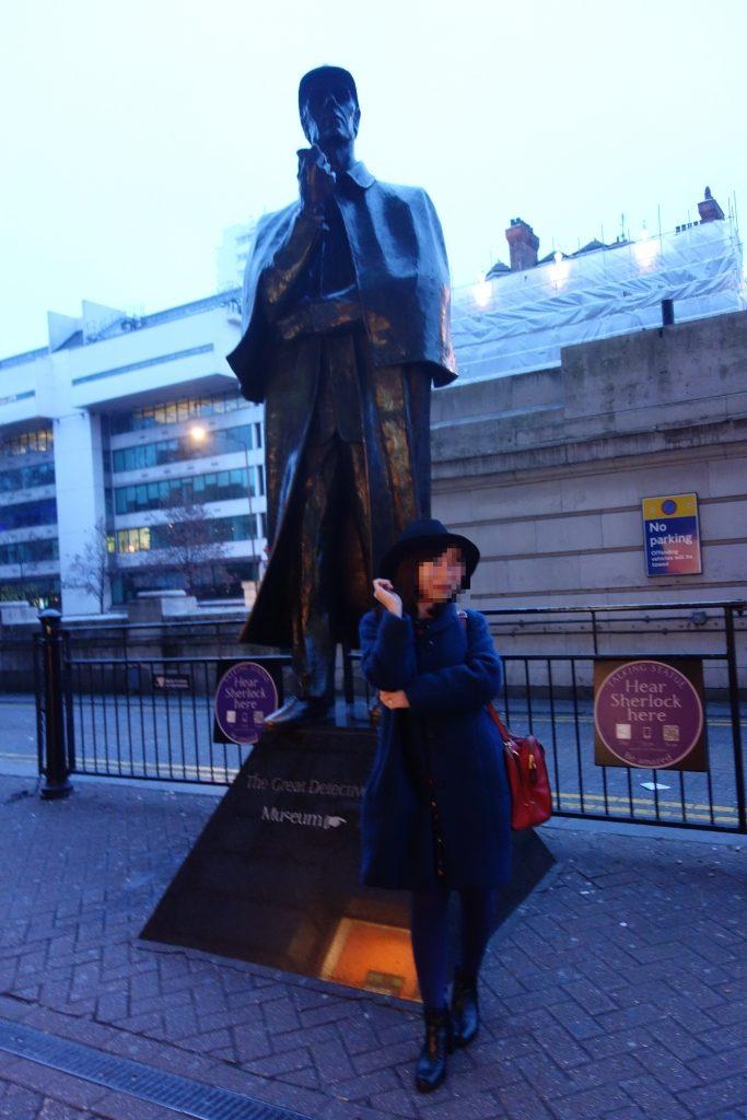シャーロックホームズの銅像