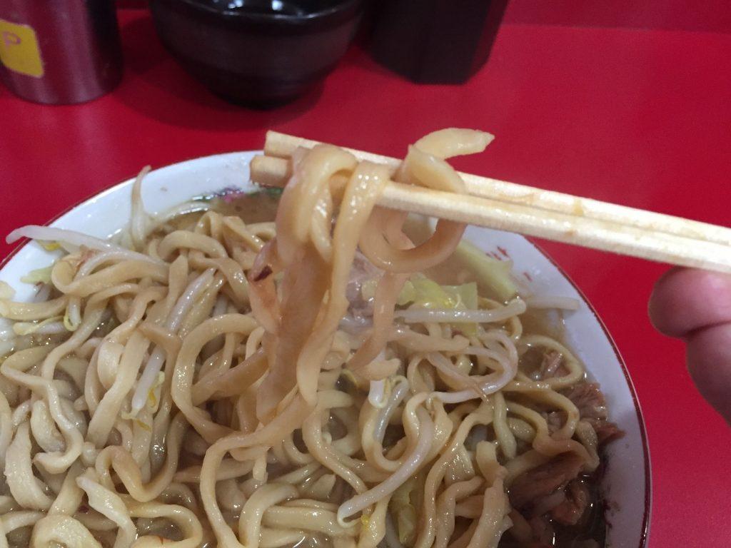 ラーメン二郎 札幌店の麺