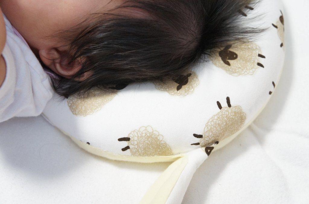 エスメラルダ ドーナツ枕で赤ちゃんの絶壁防止