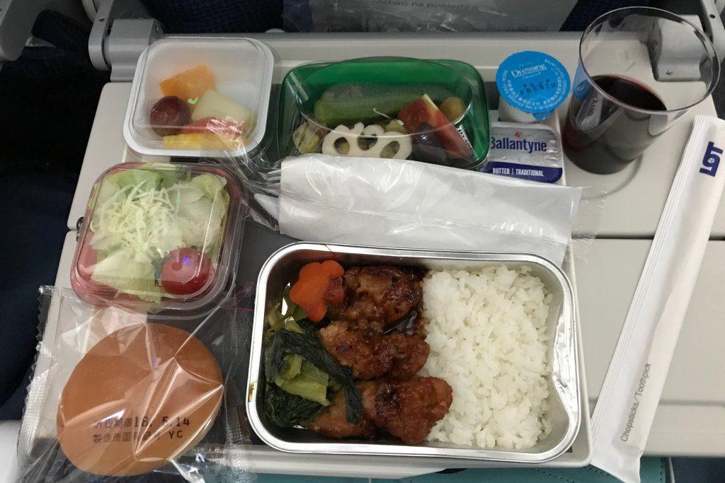 ポーランド航空の機内食(チキン)