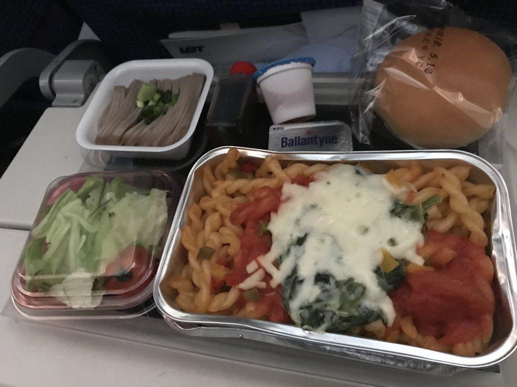 ポーランド航空の機内食(パスタ)