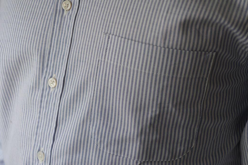 ブルックスブラザーズのボタンダウンシャツの胸ポケット