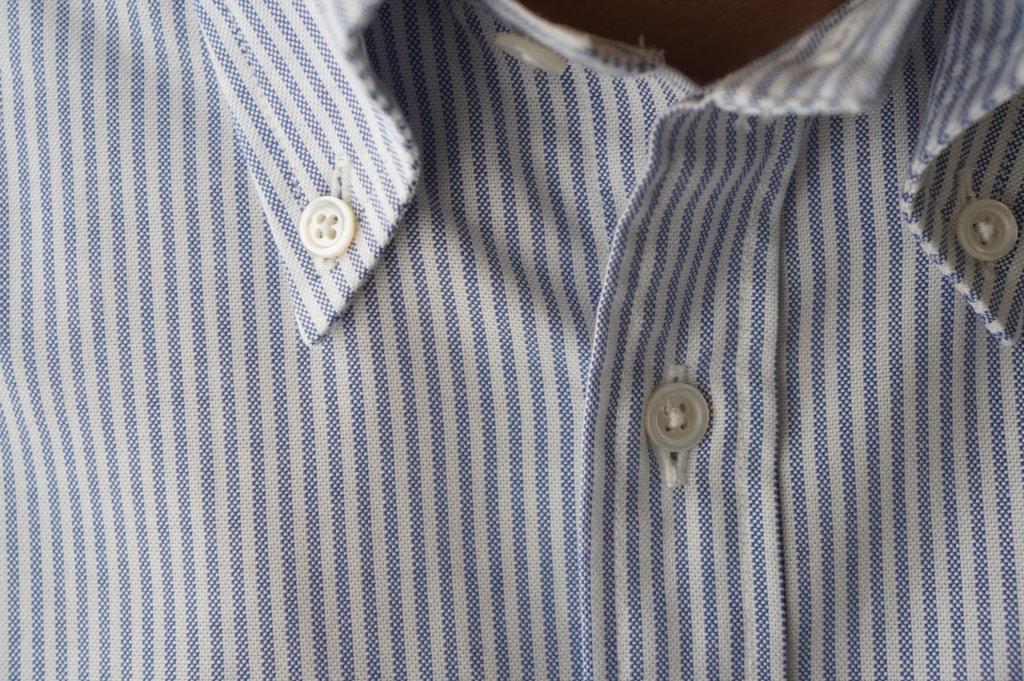 ブルックスブラザーズのボタンダウンシャツの真珠ボタン