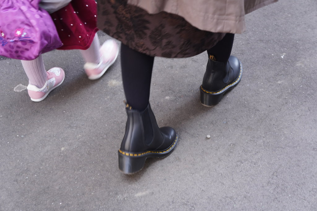 ドクターマーチン ヒール付きチェルシーブーツCadenceは歩きやすい!