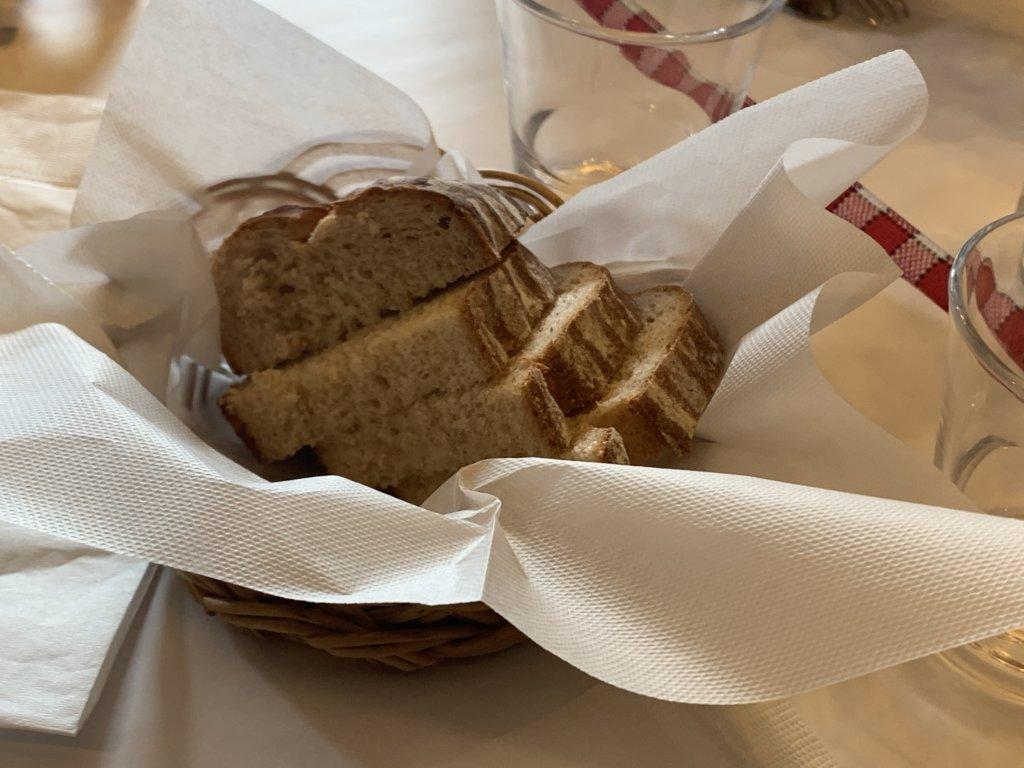 ビストロプティットレジョンのライ麦パン