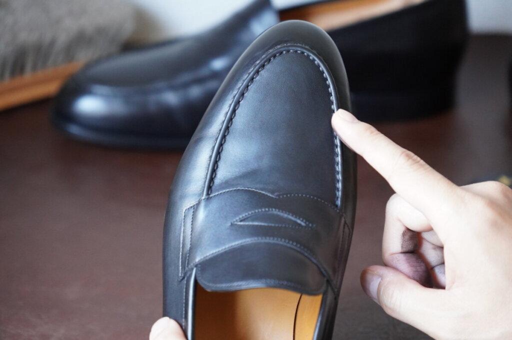 革靴の負荷がかかる箇所にはとくに靴クリームを塗りこむ
