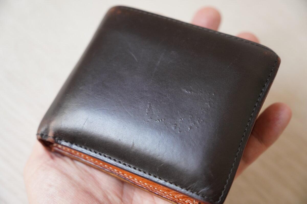 ボコボコになった革財布